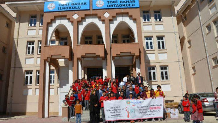 Malatya'da 10 bin adet diş fırçası ve macunu hediye edildi