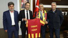 Evkur Yeni Malatyaspor Kulüp Başkanı Adil Gevrek ve yönetimi, Battalgazi Belediye Başkanı Osman Güder ile bir araya geldi.