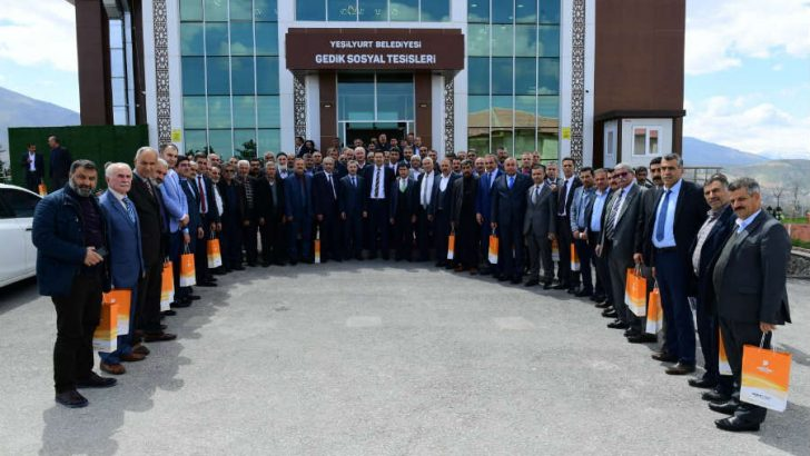 """Yeşilyurt Belediye Başkanı  Çınar """" Muhtarlarımız yol arkadaşlarımız, paydaşlarımızdır"""" dedi."""
