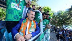 Yeşilyurt Belediyespor, şampiyonluk kupasını görkemli bir törenle teslim aldı.