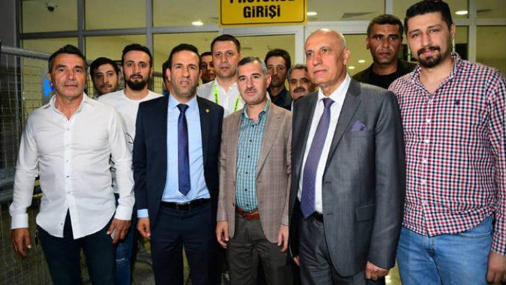 Yeşilyurt Belediye Başkanı Mehmet Çınar, Yeni MalatyaSpor'u Tebrik Etti.