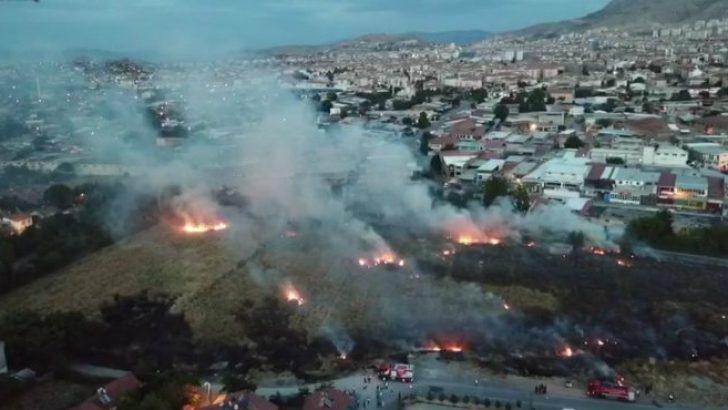 Yeşilkaynak Mahallesinde Çıkan Yangın Drone Kamerasına Yansıdı