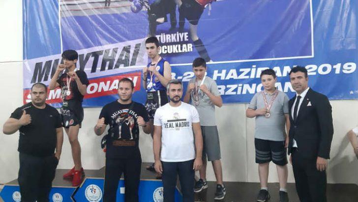 Malatyalı sporcular Türkiye yıldız ve Minikler Muaythai şampiyonasında 5 madalya alarak büyük bir başarıya imza attı.