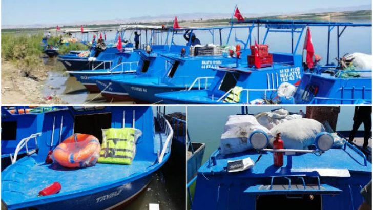 Malatya Büyükşehir Belediyesi, Karakaya Baraj Gölü üzerindeki balıkçıların tekne denetimlerini yapıyor
