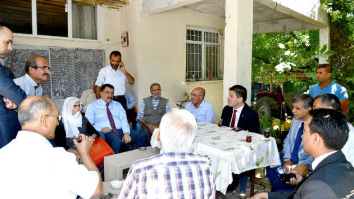 Malatya Büyükşehir Belediye Başkanı Selahattin Gürkan, Akçadağ'a bağlı Aydınlar Mahallesinde yapılan çalışmaları yerinde inceledi.
