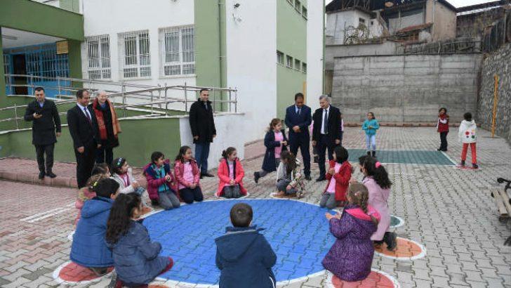 Okul Bahçeleri Rengârenk Oyun Alanlarına Dönüşüyor