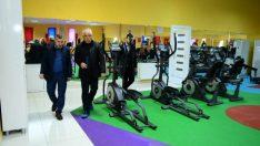 Yeşilyurt Belediye Başkanı Mehmet Çınar, Yakınca Yaşam ve Spor Merkezini ziyaret etti