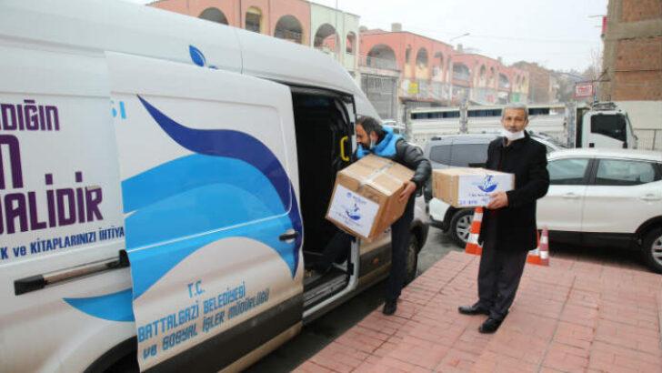 Battalgazi Belediyesi, yardım kolileri ile destek verdi.