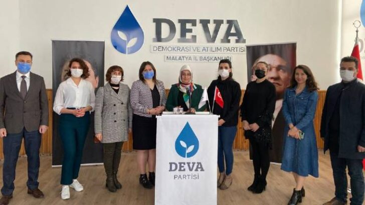 İstanbul Sözleşmesi'nden çekilme kararına tepki gösteren DEVA Partili kadınlar parti Genel Merkez binası önünde buluşarak