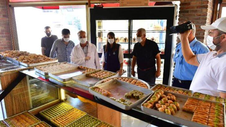 Yeşilyurt Belediyesi ekipleri, kurban bayramı öncesinde vatandaşların sağlıklı ve güvenilir gıda maddelerine erişimi için fırın, pastane